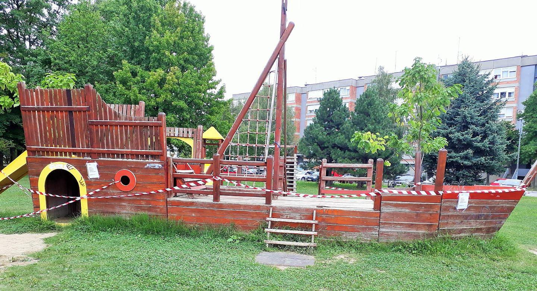 Brodić na dječjem igralištu u Držićevoj u Karlovcu više nije za igranje, uskoro će biti uklonjen