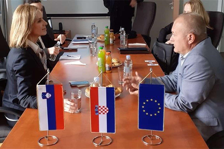 Hrvatska državna tajnica MUP-a i njen slovenski kolega u Cetingradu: O Schengenu, migracijama, krijumčarenju ljudi