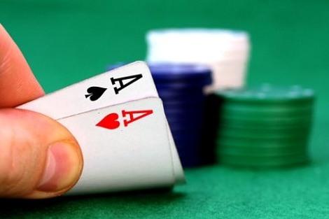 druženje u pokeru Izlazim s novim momkom, ali nedostaje mi bivši